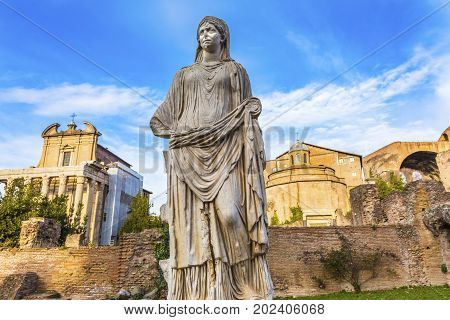 Vestal Virgn House of the Vestal Virgins Temple Emperor Antonius and Wife Faustina Corinthian Columns Roman Forum Rome Italy. Temple created in 141 AD by Emperor. Vestal Virgins were in charge of keeping the fire buring at the Temple of Vesta