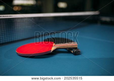 Red and black tennis rackets on table game concept