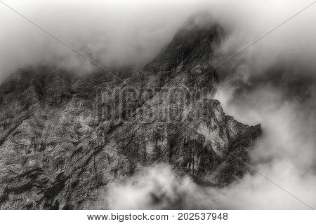 Clouds on the summit of the mountains dangerous for mountaineers - Trentino-Alto Adige