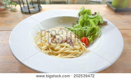 spaghetti with ham and bacon or spaghetti carbonara