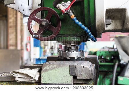 Vintage vertical milling machine. A steel milling cutter is installed.