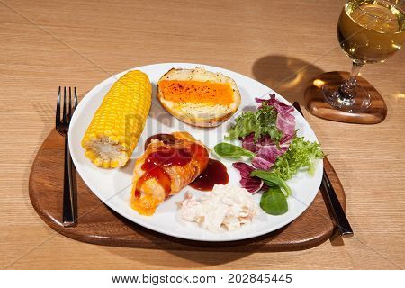 Delicious low calorie slimmers meal with barbecue chicken and salad. Nutritional diet dinner with white wine.