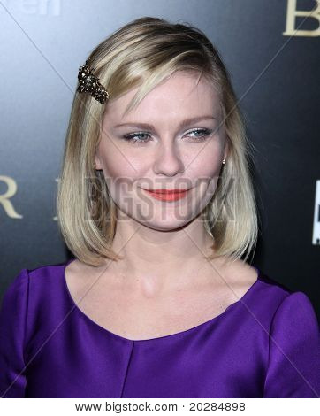 LOS ANGELES - JAN 13:  Kirsten Dunst arrives to Bvlgari Hosts Funraiser for Save The Children  on January 13, 2011 in Los Angeles, CA