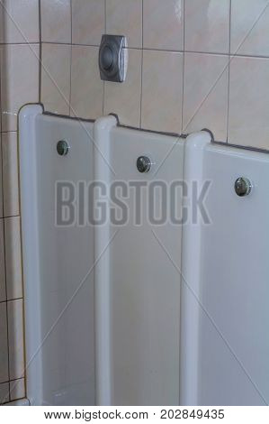 Called urinal trough or Pinkel gutter is a device made of ceramic on Men toilet to urinate while standing