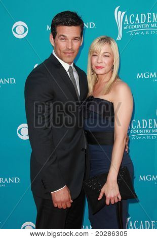 LAS VEGAS - APR 18:  Eddie Cibrian & Leann Rimes arrives to the 45th Academy at Country Music Awards  on April 18,2010 in Las Vegas, NV