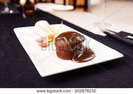 Sticky toffee with dattels, caramel sauce and ice cream