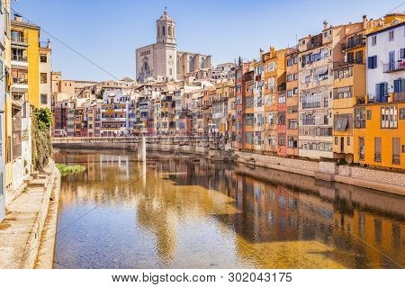 April 2015: Girona, Catalonia, Spain - Medieval Houses On The Banks Of The River Onyar, And The Cath
