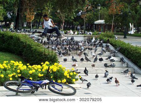 Thessaloniki, Greece - September 26, 2006:street Scene In The City Of Thessaloniki In The Early Morn