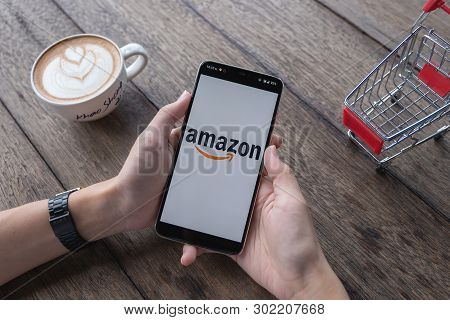Chiang Mai,thailand - May 11, 2019 : Oneplus 6 Showing Amazon Logo To Shopping Online. Amazon.com, I