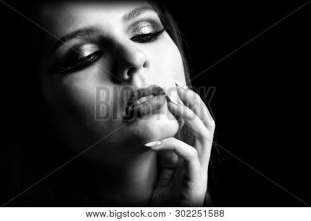 Beautiful Woman With Gorgeous Eyes, Long Eyelashes, Awesome Lips And Stunning Look. Vogue Style Port