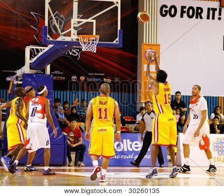 KUALA LUMPUR - FEBRUARY 19: S'pore Slingers' Matialakan Pathman (15) takes a free throw at the ASEAN Basketball League match against M'sian Dragons on Feb 19, 2012 in Kuala Lumpur. Dragons won 86-71.