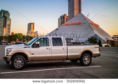 Niagara Falls, On, Canada - July 18, 2018: The F350 Ford Parked Along The City
