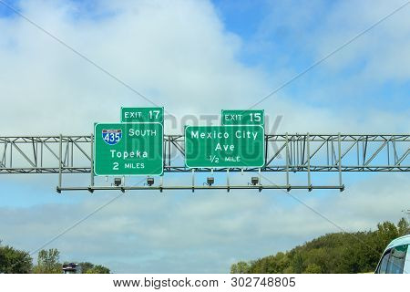 Missouri, Usa - 5 October 2016: Freeway Signs Directing Drivers Towards Topeka And Mexico City Ave I