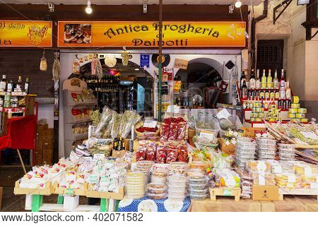 Il Capo Market In Palermo, Sicily. This Is One Of Several Popular Street Markets In Palermo.