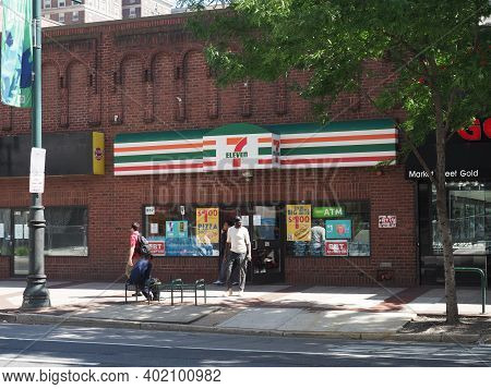Philadelphia, Usa - June 11, 2019: Image Of The 7-eleven Situated In Market St In Downtown Philadelp