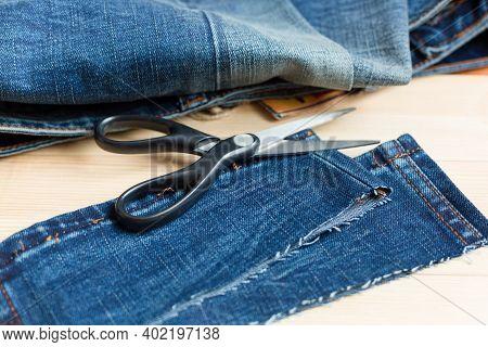 Shortening The Leg Length Of New Denim Pants.