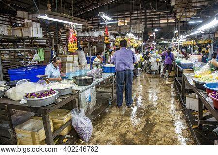 Bangkok, Thailand - May 12, 2009: People Sell Flowers At The Nightly Flower Market Pak Klong Thalat