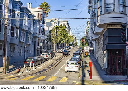 San Francisco, Usa - March 14, 2019: Crossing Hyde Street With Rails For The Cablecar In Late Aftern
