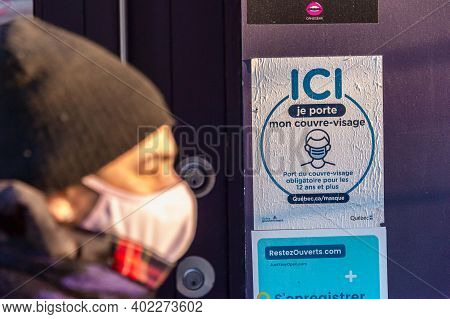 Montreal, Ca - 6 January 2021: Signage Stating That Non-medical Masks Or Face Coverings Are Required