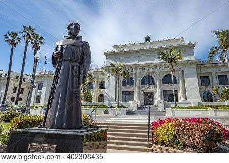 Ventura, Usa - April 24, 2019: Ventura City Hall Building With Father Junipero Serra Statue In Front