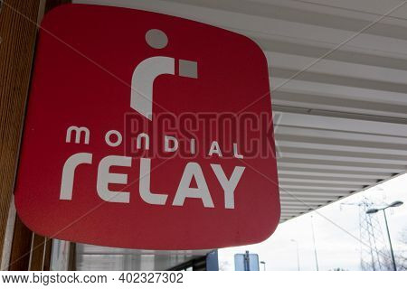 Bordeaux , Aquitaine  France - 01 05 2021 : Mondial Relay Delivery Red Shop Sign Text And Brand Logo