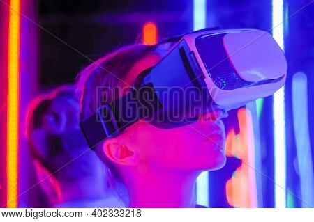 Close Up: Woman Using Virtual Reality Headset And Looking Around At Interactive Technology Exhibitio