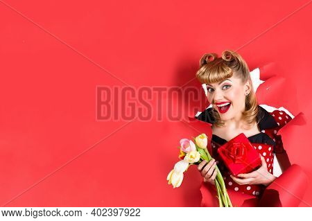 Advertising. Pinup Ad. Copy Space. Pin Up Girl With Flowers. Smiling Retro Woman Hold Flowers Throug