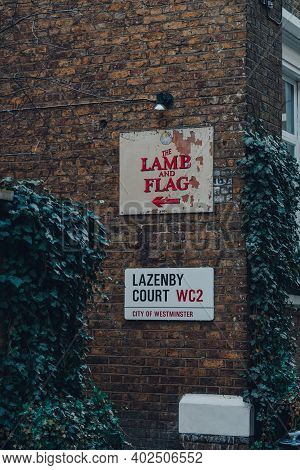 London, Uk - November 19, 2020: Directional Sign To The Lamb And Flag Pub And Lazenby Court Street N