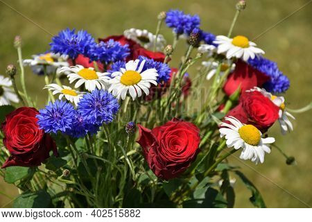 Close Up Image Of A Beautiful Summer Flowers Bouquet