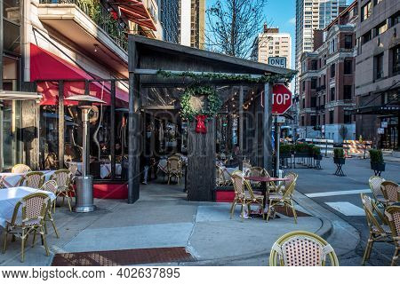 Chicago, Il December 14, 2020, Exterior Of Tavern On Rush Restaurant With Outside Outdoor Eating Due