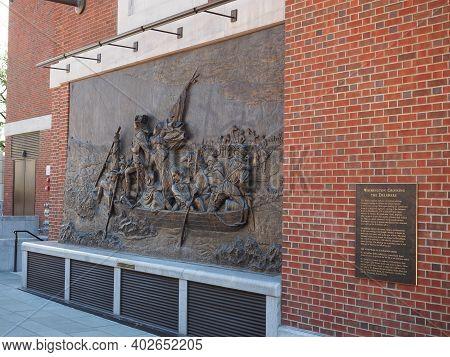 Philadelphia, Usa - June 11, 2019: Bronze Sculpture That Replicates The Painting Washington Crossing