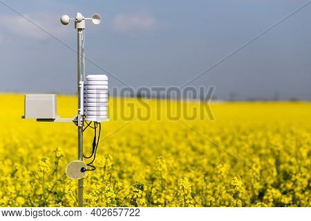 Smart Agriculture And Smart Farm Technology Concept. Weatherstation With Anemometer, A Meteorologica