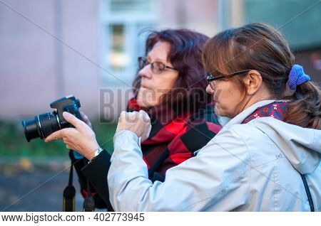 Russia, Gatchina, September 2020: A Photographer Teaches A Group To Photograph In Autumn On The Stre