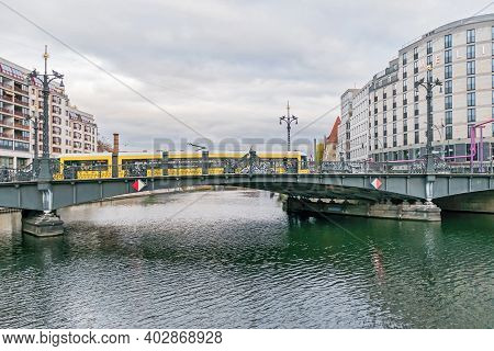 Berlin, Germany - November 16, 2020: Weidendammer Bridge Where The Friedrichstrasse Crosses The Spre