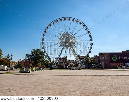 Gdansk, Poland - Sept 9, 2020: Ferris Wheel On The Granary Island In Gdansk, Poland
