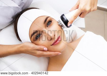 Pigmentation Treatment With The Rf Lifting Apparatus. Radio Wave Treatment For Skin Aging.