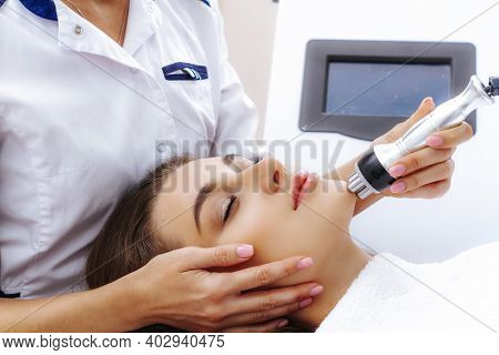 Radio Wave Face Lifting In A Cosmetology Clinic Photo.