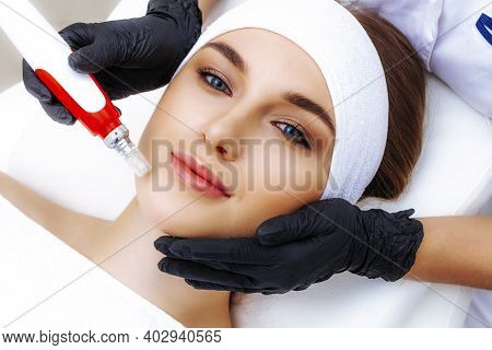 Mesotherapy Apparatus In The Salon. Vitamins For Facial Skin. Photo Of The Mesoinjector.