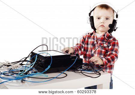 little ingeneer with headphones