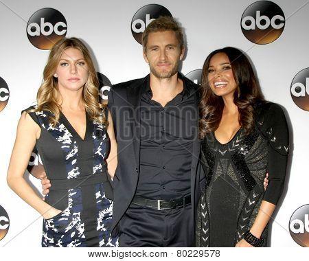 LOS ANGELES - JAN 14:  Jes Macallan, Brett Tucker, Rochelle Aytes at the ABC TCA Winter 2015 at a The Langham Huntington Hotel on January 14, 2015 in Pasadena, CA
