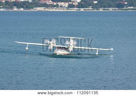 La-8 Sea Plane
