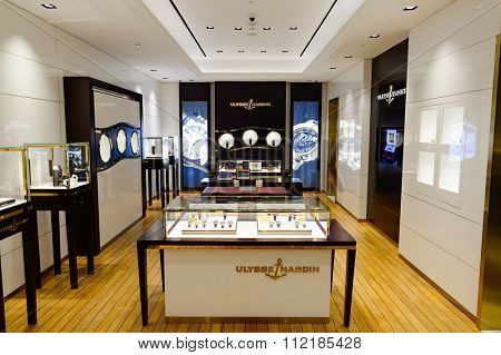 SINGAPORE - NOVEMBER 07, 2015: interior of the store in The Shoppes at Marina Bay Sands. The Shoppes at Marina Bay Sands is one of Singapore's largest luxury shopping malls