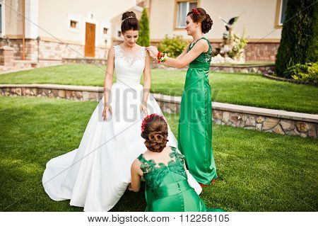Bride In The Courtyard Of The Mansion House With Bridesmaids