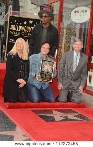 LOS ANGELES - DEC 21:  Quentin Tarantino, Samuel L. Jackson, Chamber officials at the Quentin Tarantino Hollywood WOF Star Ceremony on the Hollywood Blvd on December 21, 2015 in Los Angeles, CA