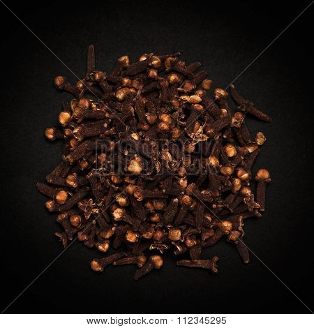 Top view of Organic black clove.