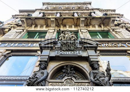 VIENNA, AUSTRIA - NOVEMBER 2015: Stephansplatz street, Omega building
