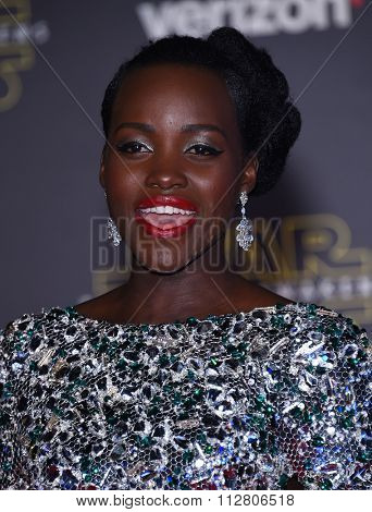 LOS ANGELES - DEC 14:  Lupita Nyong'o arrives to the