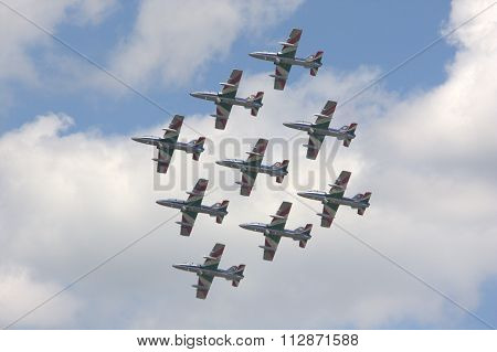 Formation airplanes