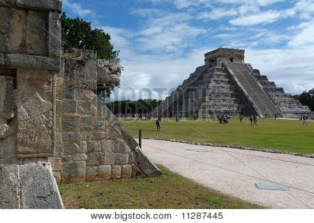 Chichen Itza ruins. Pyramid of Kukulkan (El Castillo).