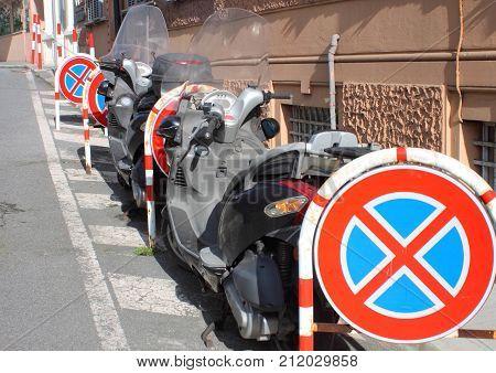 Prohibition of stop.Google stop in Genova Pegli close to stop prohibition sign